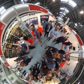 Con los compañeros de @aedrone en The Drone Show en #barcelona @showdrone  #theta360