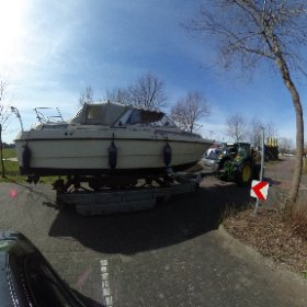 Sportboot auf weg ins Wasser #theta360 #theta360de