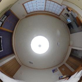 今日から1週間くらい暮らす部屋はこんな感じでキッチン付き(使わないけど)の長期滞在型ルーム。 #羅臼の宿まるみ #theta360
