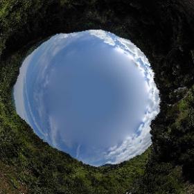 三条の滝上空からの空撮です