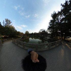 【シータ遊び心No@003池のある風景】  写真の枠でよさげな景色を探してきたから、予想以上に全域で楽しめる画って難しい。  #theta360