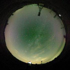 明日のペルセウス座流星群ピークには所用があって行けなくなってしまい、今日茶臼山に来ました。360°全天球カメラで、天の川が写りました。 #theta360
