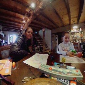 3 générations autour d'une table ronde drôle et créative ✨💛✨ #theta360 #theta360fr