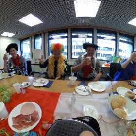 Boozy breakfast before heading out to German carnival! #theta360 #theta360uk