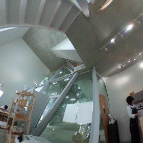 八王子の道中、妹島さんの小平市仲町図書館に来てます。ここのカフェ安くて美味しい。 #theta360