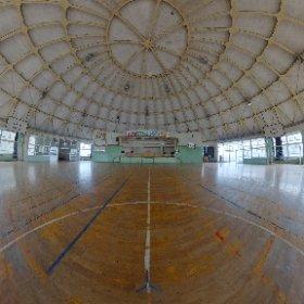美しい絵鞆小学校の体育館です。  円形校舎には360°カメラは最適です。