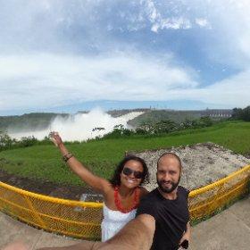 Vertedouro da Itaipú Binacional. Abre apenas de  duas a três vezes por ano. Tivemos sorte.