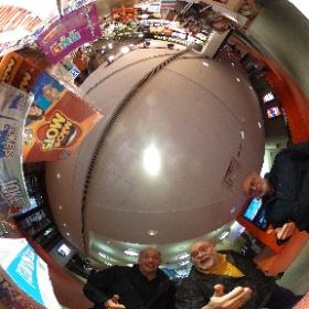 14 mars 2018 à la Maison de Radio Canada pour le tournage d'une  émission d'humour. Sur cette photo, nous retrouvons trois astronomes amateurs. Antoine Vézina : comédien bien connu Michel Renaud & Yvon L'Abbé - club d'astronomie de Laval