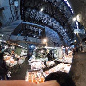 年末の買い出し。大田市場と言えば青果が有名だけど海鮮もあります。築地より落ち着いて買い物できるのでおすすめです。いつもお世話になってる牡蠣の山小三さんもこちらです。