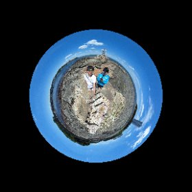 【ミチタリタ好奇心ココロ】 地球は青く丸かった♪ きっと明日も渡れるよ!! 実は昨日初めて南知多町大井の上陸大師像の裏側を見ました。 今日は次男と一緒にテニスのついでに連日の2度目の上陸。 以前なんでも珍百景でも放送されてたスポットなんですよ!!  #ウミひとココロ  #theta360