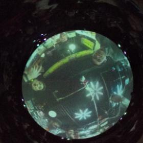 THETAで撮った写真を天球ドームに映したところをTHETAで撮った。