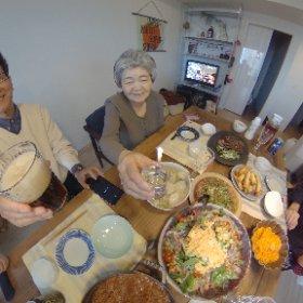 北海道からお袋さんが出て来てくれた。 最初の予定は息子の家で食事をご馳走に!! 沢山の料理、ごちそうさまでした。 #theta360