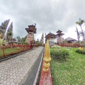 Balinese temple at Lake Batur #Bali #Indonesia #theta360