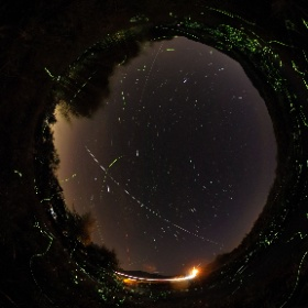 ISSと蛍の舞 2017年6月12日撮影 シャッタースピード15 ISO400 WB5000 インターバル合成 10分弱