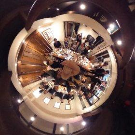 HCD-Net関西サロン、坂田一倫先生による『サービスデザインの骨格と視点』懇親会。坂田さん人気で大盛況!#hcdnet #theta360
