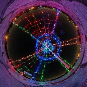 三川公園の夕焼けの丘にクリスマスイルミネーションがつきました。