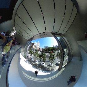 グローバルWi-Fiを借りたらTheta Sがオマケについてきた。確かに海外旅行で360度写真はいいかもね。思いっきりオープンなApple Storeサンフランシスコの展望をお楽しみください。 #theta360