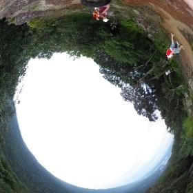 ผาเดียวดาย : ชมวิวทะเลหมอก : อุทยานแห่งชาติเขาใหญ่   http://www.relaxzy.com  เขาเขียว - เป็นภูเขาสูงอีกลูกหนึ่งของอุทยานแห่งชาติเขาใหญ่ ลักษณะเป็นทิวเขายาว มองเห็นได้จากทางจังหวัดนครนายก อีกทั้งยังมีจุดชมวิวและศึกษาเส้นทางธรรมชาติผาเดียวดาย  #theta360