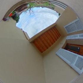 chiantifiorentino.it/R-3213 Vendesi bilocale ristrutturato con GIARDINO, Posto Auto, Loggia e Lavanderia. 65 mq interni oltre 55 giardino e 20 loggia. Finiture ottime, posizione panoramica. 148.000,00€ #chiantifiorentino #360 #theta360it