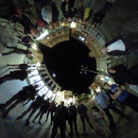 Jesús Gallego nos cuenta el cielo en una plaza con menos luz @ayunmiraflores @STARS4ALL @unicomplutense gracias a @juliovias @peleonk #theta360