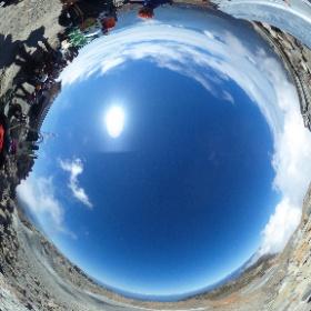 2018年10月3日、2014年のあの噴火以来、期間限定でですが初めて剣ヶ峰に登れるようになった御嶽山に行ってきました。その御嶽山最高峰の剣ヶ峰の様子をどうぞ! #theta360