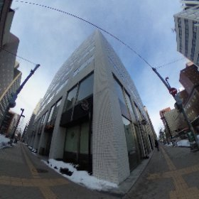 STV北2条ビル(札幌市中央区)です。交差点の対角には建設が進む『さっぽろ創世スクエア』がご覧頂けます。