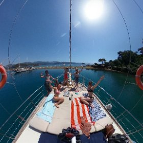 Sunshine, sailing and swimming with these beautiful yogis! Happy days! ☀️🏊♀️🧘♀️ #theta360 #theta360uk