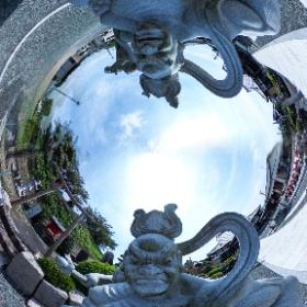 この360度写真は、静岡県の盛岩院仁王像の石像であります。2枚の仁王像の360度写真を合成して、仁王像に囲まれているような状態にしました。 #theta360