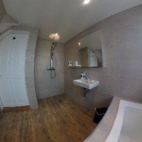 Walnut bathroom - Bay Tree Hotel