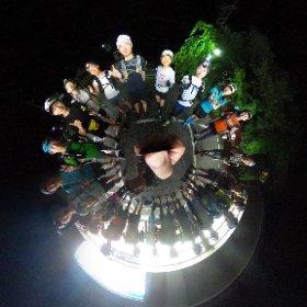 京都一周ナイトトレイル KtoK80Km失敗 結果60Kmちょいで捻挫のためリタイヤ 近いうちにリベンジしたいな これは午前1時前の大原のコンビニにて集合写真 #theta360