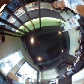 BOND CAFE 店内