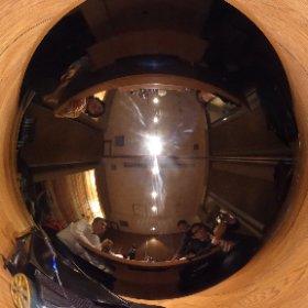 変形ロボを囲んで飲む謎の会合。ブレイブロボティクスさんの変形シーンはじめて見た。 #theta360