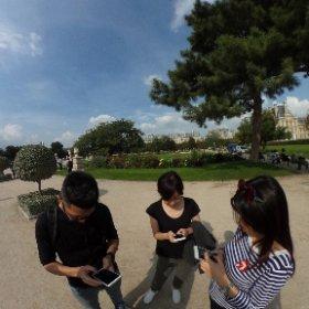 巴黎羅浮宮,台灣國家幹話委員會,會員們正在跟法國Fedex拼搏的經典畫面 #theta360