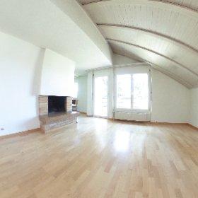 Helle und ruhig gelegene Dachmaisonette-Wohnung mit Balkon und Einstellplatz in Arlesheim zu verkaufen