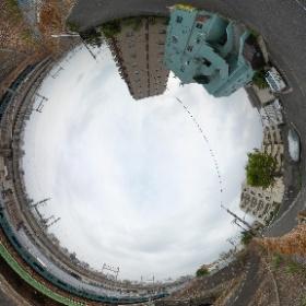 山手線と京浜東北線と新幹線と湘南新宿ラインの線路を崖上から #theta360