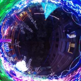 京都 平女のクリスマスイルミネーション。  とても綺麗なので、360度で行った気になって、楽しんでください。(^^)
