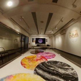 """Gami Gami"" Art Exhibition Featuring Eight Upper-Level Art Students of TUJ / In Shibuya till Tue 私が受け持っているテンプル大学アート学科の  3・4年生の「ガミガミ」グループ展を開催中です。来週の火曜日まで。 Location: Mitake Garou Gallery・美竹画廊  2F, Shibuya 1-10-2, Shibuya-ku, Tokyo 渋谷区渋谷1-10-2 #theta360"