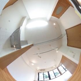 大宮駅に一番近い高台に建つデザインマンション「新田(にった)ビレッジ パインビュー館。さいたま市見沼区中川)キッチンから広いLDKを望む。 #theta360