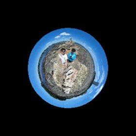 【ミチタリタ好奇心ココロ】 地球は丸かった♪ きっと明日も渡れるよ!! 実は昨日初めて上陸大師像の裏側を見まして、テニスのついでに次男と連日の2度目の上陸となりました!! 以前なんでも珍百景でも放送されてたスポットです。 #ウミひとココロ #theta360