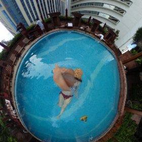 最終日はゆーこあらとホテルのプールで遊んでるよ🐨🍩🏊👙 #LoveThailand #AmazingThailand #globalWiFi #Thailand #theta360