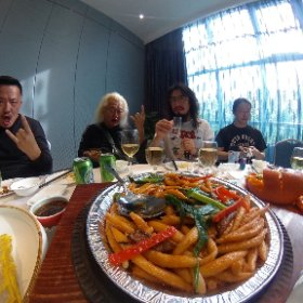 今日は移動日〜嘉峪关から张掖まではたったの1時間〜 着いたら例によって地元の人がまた豪勢な料理をご馳走してくれます〜 しゃーないなぁ〜・・・