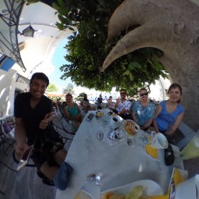 ギリシアのパロス島に、各国の親戚と友人たちが続々集結しています。参加者124名の予定。日本からの参加者は僕一人。 #theta360