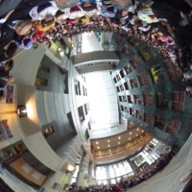 宮城大学卒業式 事業構想学部集合写真撮影  @大和キャンパス本部棟大階段
