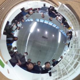 東京工芸大の建築学科の後期全体講評会。工芸大らしく本厚木駅前の一番街での提案。模型の真ん中でシータ! #theta360