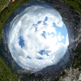 Rauhkofel - Monte Scabro (conosciuto anche come Monte Fumo o del Fumo), 2126 m, tra la Val Fonda e la Val della Fontana di Sigismondo #theta360 #theta360it