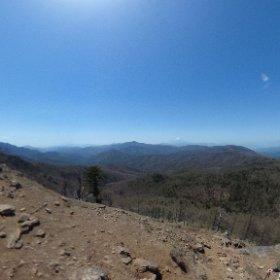 本日は妻の両親に連れられ久々登山。多摩川荒川富士川の源流を訪れつつ、笠取山(山梨県側)に登頂!天気もよく風もなくて、登山日和でした。しかしいつも思うのは、下りの筋力がゼロ。 #theta360