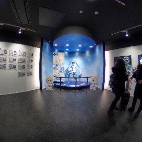 雪ミクスカイタウンの展示エリア〜! 等身大雪ミクさんと雪リンレンのパネルも。 #SNOWMIKU #miku360