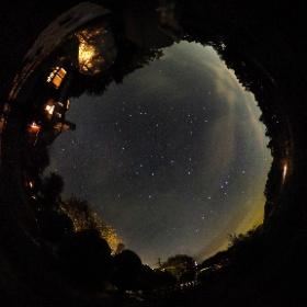 八ヶ岳のペンション「スター☆パーティ」にて  空が白み始める頃、冬の星座たちが賑やかに夜空を飾っていました  撮影2016/9/3