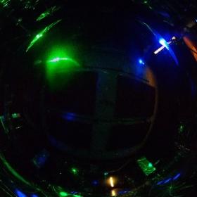 Gサイズ以上の各部屋にはライブエフェクト照明が常設されています😊 通常照明を落としてエフェクト照明を点ければこの通り、22帖のCstがライブ空間に様変わり😣✨ 時には気分を変えてのリハーサルはいかがでしょうか✌️ #studionoah #band #shibuya #リハスタ #theta360