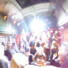 Knallfrosch Elektro in Oldenburg: Diese Auricher sind definitiv nicht #zualtdafür ... in Kraft trat, sorgte die Auricher Band Knallfrosch Elektro noch dafür, dass sich im Oldenburger Amadeus die Technik verschob. #theta360 #theta360de